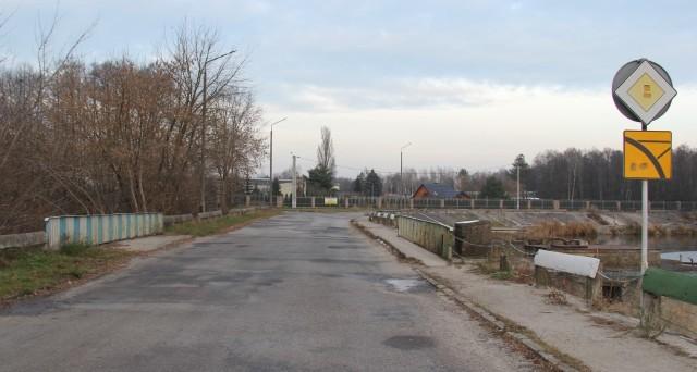 W związku z przebudową ulic Spacerowej i Polnej w Pionkach zamknięty zostanie przejazd mostem, samochody pojadą objazdem.