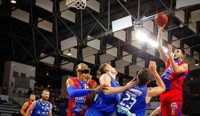Tauras Jogela (z piłką) znów swoimi akcjami będzie porywał szczecińską publiczność.