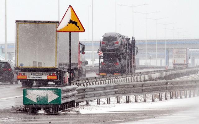 Autostrada A4, trudne warunki na drodze.