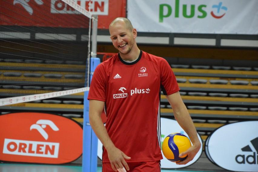 Mistrzowie świata przygotowują się do meczów z Niemcami. Zobaczcie, jak trenują m.in. Bartosz Kurek, Wilfredo Leon, czy Michał Kubiak. Więcej zdjęć znajdziecie w kolejnych slajdach.
