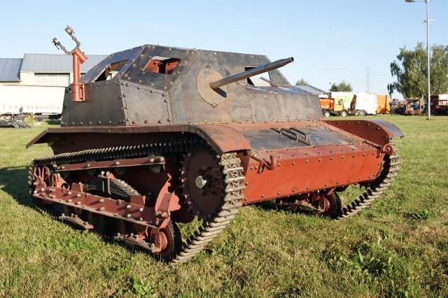 Zrekonstruowana tankietka TK-S podczas próbnej jazdy.