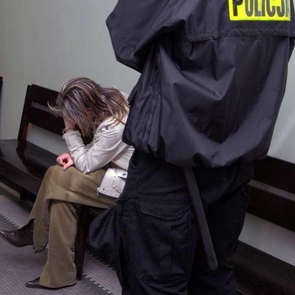 Oleksandra B. w oczekiwaniu na decyzję sądu o tymczasowym aresztowaniu.