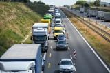 Duży korek na poznańskim odcinku autostrady A2. Doszło do awarii ciężarówki. Utrudnienia mogą potrwać dwie godziny