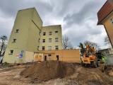 Rozpoczęła się rozbudowa szpitala powiatowego w Kluczborku [zdjęcia, wizualizacje]