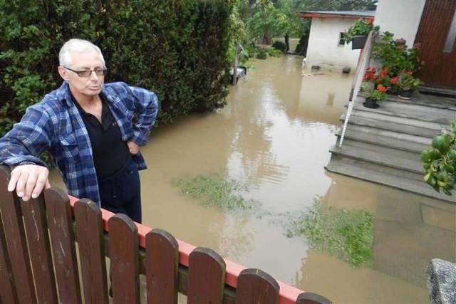 Przed miesiącem ucierpiał m.in. dom Zofii Braunisch w Łężcach. - Woda zalała całą piwnicę - tłumaczy jej syn Józef.