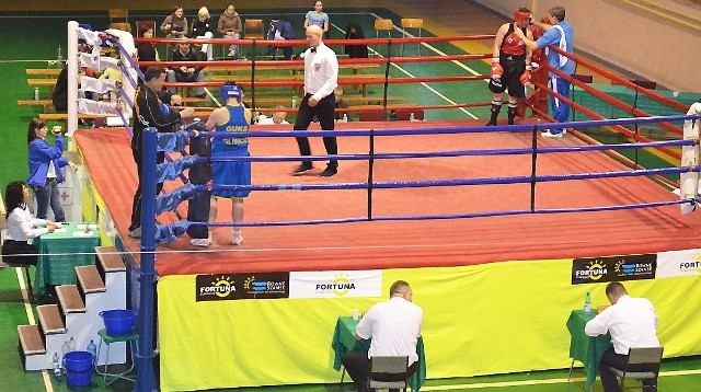 Ostatnio w obiektach Startu rywalizowały boksujące panie. Teraz ring zajęli najlepsi w Polsce panowie