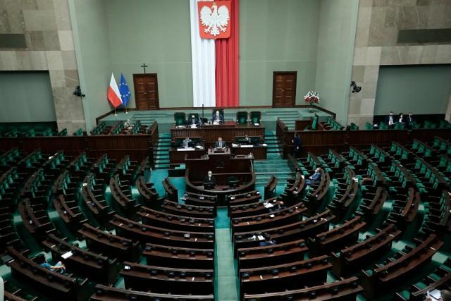 Dwa projekty ustaw ponownie trafią do komisji.