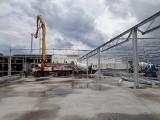 Nowa hala giełdy przy ul. Andersa w Białymstoku czeka już na dach