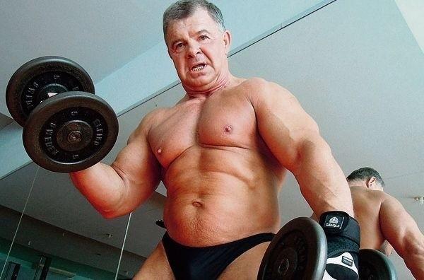 Ma 50 cm w bicepsie i 130 cm w klatce piersiowej, bez wysiłku wyciskana ławeczce 150 kg, a tygodniowo przerzuca nawet 170 ton ciężarów! Niejeden dwudziesto- i trzydziestolatek pozazdrościłby sylwetki... 70-letniemu emerytowi z Radogoszcza, Wiesławowi Czerskiemu.Łodzianin od blisko 60 lat kocha hantle, sztangi, ciężary i swoje odbicie w lustrze. Hektolitry wylanego na siłowni potu przyniosły mu oczekiwany efekt w postaci pięknie wyrzeźbionych mięśni.Zobacz ZDJĘCIA na kolejnych slajdach