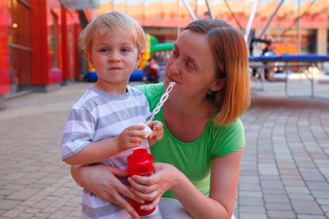 - Jesteśmy zabiegani. Pędzimy z jednej pracy do drugiej. Ale mimo wszystko można znaleźć czas dla rodziny. To kwestia dobrej organizacji - przekonuje Agnieszka Kwiecińska z Rzeszowa, mama 2,5-letniego Szymona.