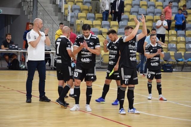 Dreman Opole Komprachcice w znakomitym stylu awansował do 1/16 finału Pucharu Polski. Jego gracze zdobyli aż 11 goli!