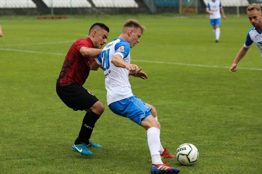 Mateusz Kocur (z lewej) popisał się asystą przy golu na 2:0.
