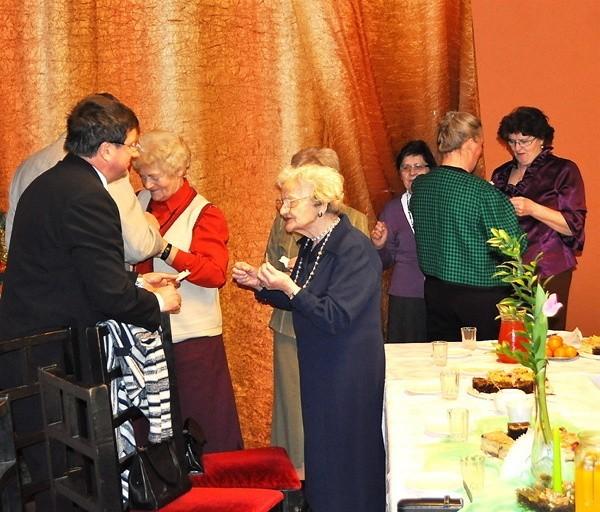 Marian Rogenbuk składa życzenia Jadwidze Marchlewicz