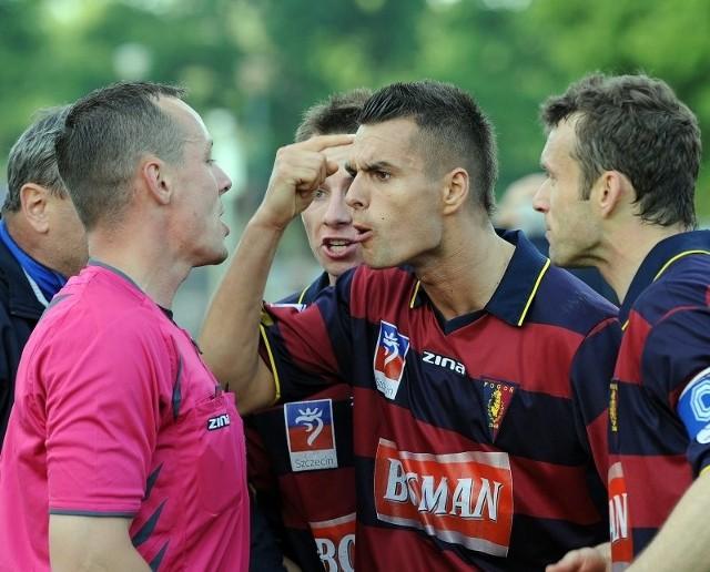 W wielu spotkaniach tego sezonu piłkarze Pogoni mieli pretensje do arbitrów, czasami słuszne. Oby w niedzielę wygrali z Lechią po czystej, sportowej walce.