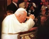 Usunąć Jana Pawła II z przestrzeni miejskiej Poznania? Papieża bronią radni PiS