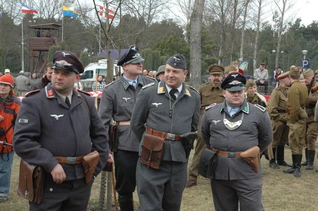 W tym roku na terenach poobozowych znów nie zabraknie niemieckich strażników.