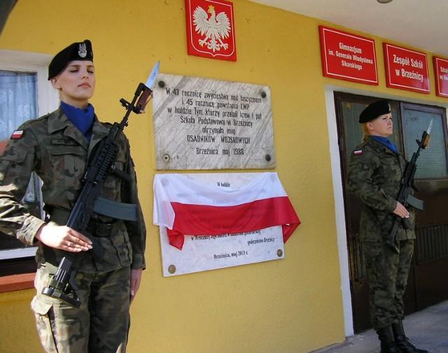 Uroczyste odsłonięcie tablicy pamiątkowej poświęconej generałowi Władysławowi Sikorskiemu.