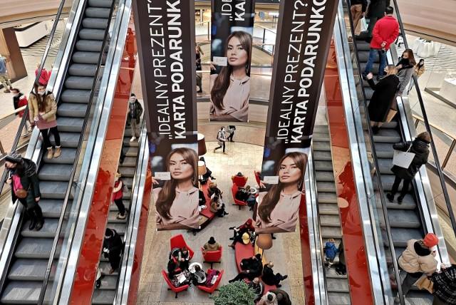 Od środy mieszkańcy Podkarpacia szturmują galerie handlowe. Od soboty nie zrobią już tam zakupów.