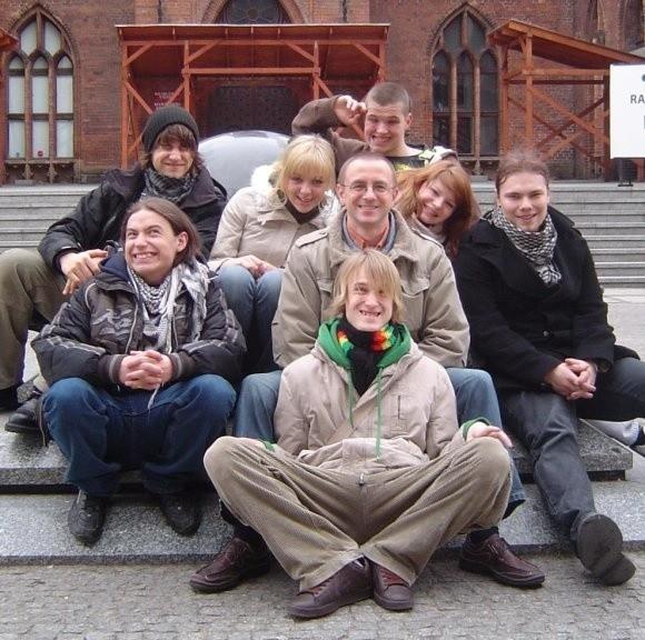 Gryfińska grupa przed spektaklem w Kołobrzegu.