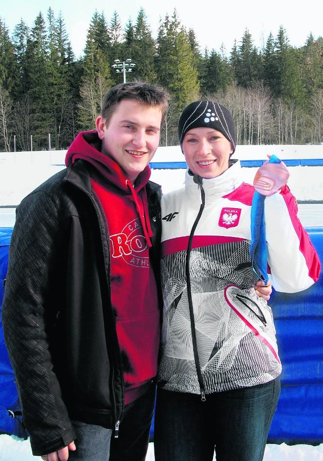 Jakub Bachleda Curuś z żoną Katarzyną na torze lodowym