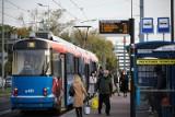 Kraków. Tramwaje i autobusy tylko dla zaszczepionych? Pomysł radnego w ogniu krytyki