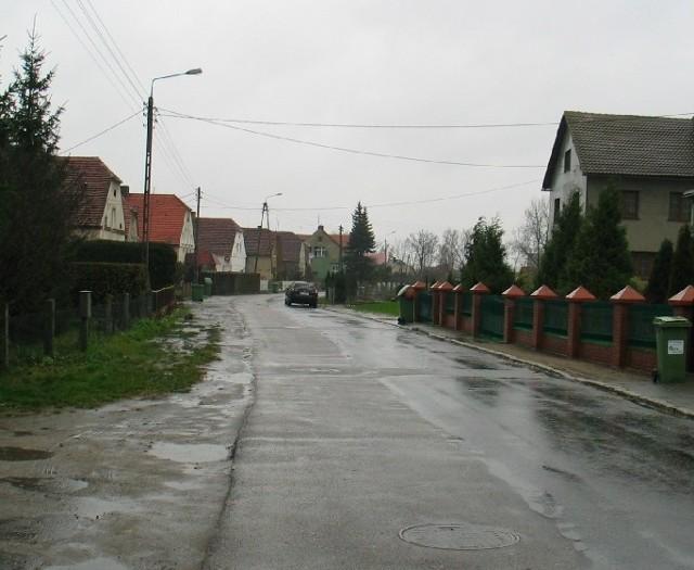 Nielubia to największa wieś w tej gminie. Niestety, od lat niewiele się w niej robi. Główna droga jest zniszczona, dziurawa, nie ma pobocza ani chodników.
