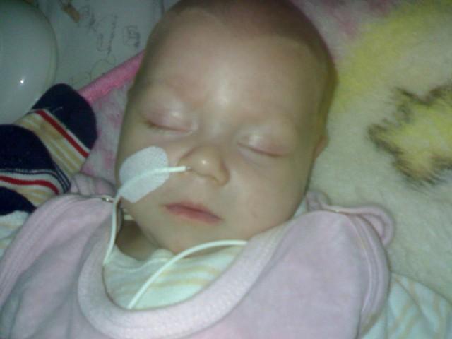 Maleńka Ania od momentu przyjścia na świat przebywa w szpitalu.