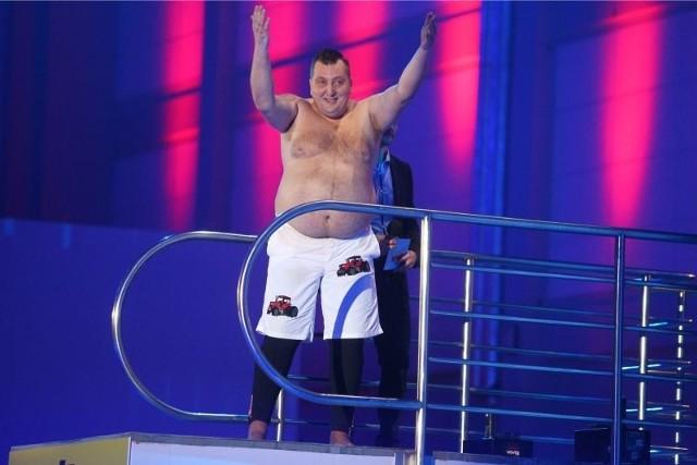 """Adam Kraśko, celebryta z pierwszej edycji programu """"Rolnik szuka żony"""" wziął udział także w show """"Celebrity Splash"""""""