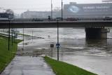 Alarm powodziowy w Małopolsce. Zalane bulwary wiślane w Krakowie [ZDJĘCIA]