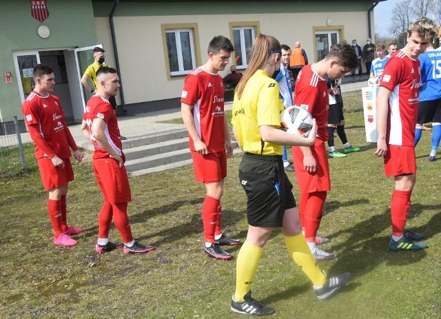 Piłkarze Pilicy Białobrzegi w sobotę na własnym boisku zagrają z Wilgą Garwolin.