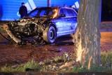 BMW uderzyło w drzewo. Sześć osób rannych, w tym 4 dzieci