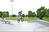 Skatepark w Tarnobrzegu otwarty dopiero po czwartym odbiorze. Można już jeździć, ale jest ślisko [ZDJĘCIA]