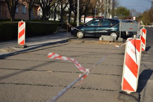 Trwa budowa nowych miejsc parkingowych na osiedlu Zacisze - przy ul. Prostej