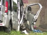 Zderzenie 2 samochodów. 10 osób rannych, w tym 3 dzieci i 6-miesięczny niemowlak w ciężkim stanie [wideo]