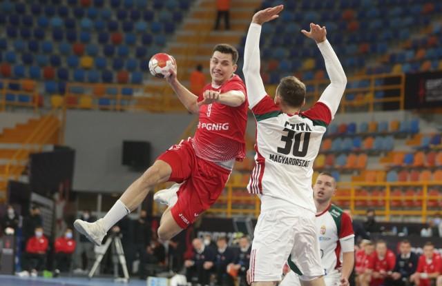 Szymon Sićko z Łomża Vive Kielce podczas meczu Polska - Węgry na styczniowych mistrzostwach świata w Egipcie.