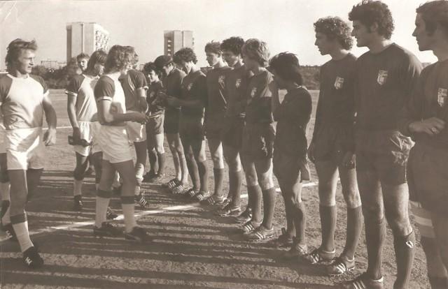 Po raz kolejny sięgamy do naszego fotograficznego archiwum. Tym razem znaleźliśmy w nim liczne zdjęcia piłkarzy, w tym dawnych zawodników Elany i Pomorzanina Toruń.