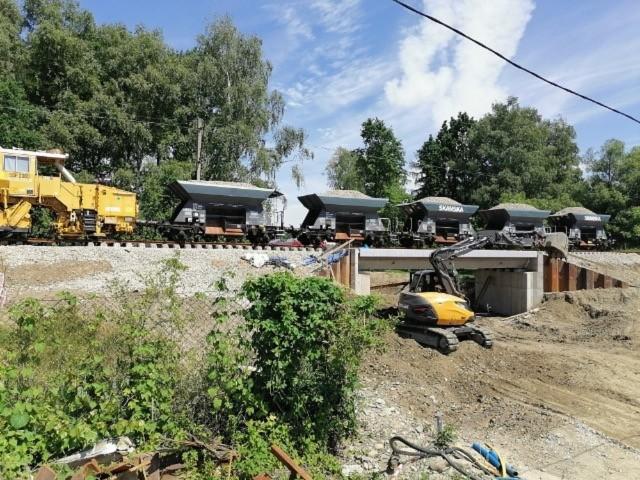 Na budowie wiaduktu kolejowego w Kętach trwają ostatnie prace