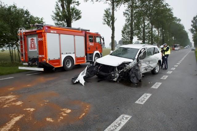 """W niedzielę, przed godz. 15, w okolicy miejscowości Sąborze na drodze krajowej nr 6 (gmina Damnica), zderzyły się czołowo dwa samochody osobowe - Jeep i Toyota. W wypadku brali udział również dwaj rowerzyści. W sumie poszkodowanych zostało osiem osób, które zostały odwiezione do szpitala. Droga na miejscu wypadku była całkowicie zablokowana przez kilka godzin. Jakie były okoliczności wypadku ustala policja.<script class=""""XlinkEmbedScript"""" data-width=""""640"""" data-height=""""360"""" data-url=""""//get.x-link.pl/d2446c53-9902-4302-ceef-44790fc282bb,940caa7e-928d-44d8-abec-ce0d8982dfa7,embed.html"""" type=""""application/javascript"""" src=""""//prodxnews1blob.blob.core.windows.net/cdn/js/xlink-i.js?v1""""></script>"""