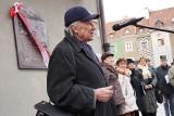 Poznań: Odsłonięto tablicę upamiętniającą twórców polskich hymnów [ZDJĘCIA]