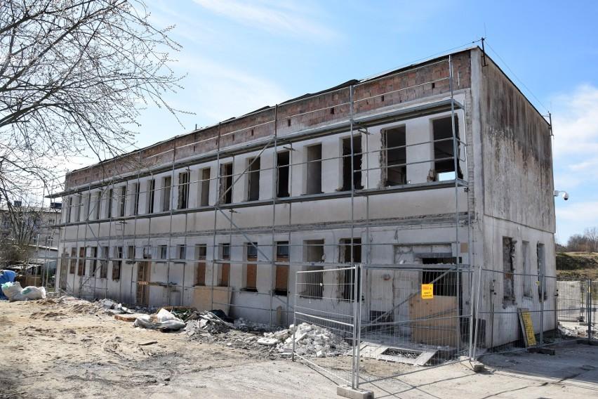 Adaptacja na mieszkania budynku przy ul. Stolarskiej w...