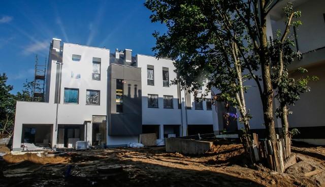 Rynek budownictwa mieszkaniowego przeżywa prawdziwy rozkwit. Według danych opublikowanych przez GUS, od stycznia do marca 2018 roku oddano do użytkowania więcej mieszkań niż w analogicznym okresie w 2017.