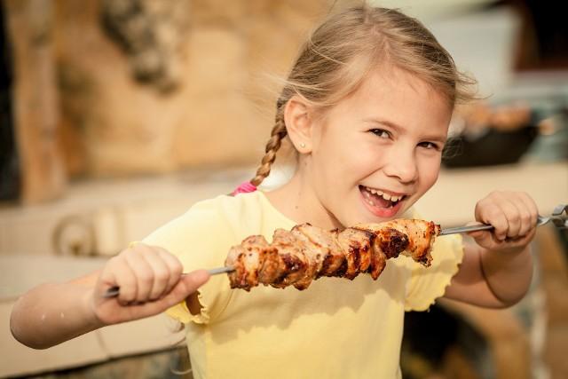 Wypróbuj sprawdzone przepisy na dania z grilla, które przygotujesz w domu