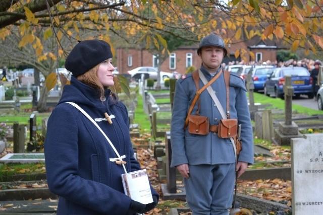 Pieniądze na renowację grobów polskich żołnierzy zbierała Magdalena Skiba. Na zdjęciu z mężem Pawłem Skibą.