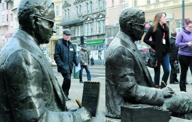 """Zdjęcie po lewej fotoreporter """"Pomorskiej"""" zrobił 5 listopada. Po prawej - wczoraj."""