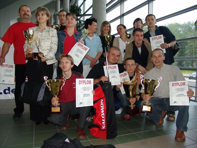 Indywidualne Mistrzostwa Polski w 2005 roku w Łuczniczce. Katarzyna Bożek stoi druga od lewej.