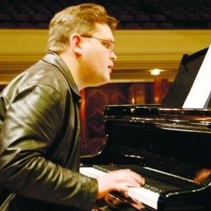 Wojciech Majewski przyjedzie do Łomży z piosenkami Grechuty. Nowe aranżacje znalazły uznanie słuchaczy.