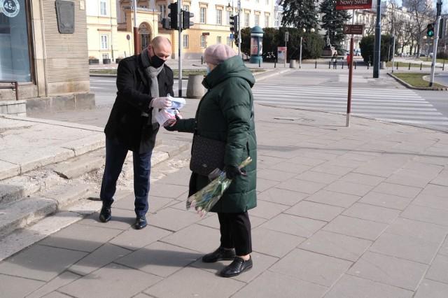 Dla mieszkańców Poznania zarezerwowano 2 mln 250 tysięcy jednorazowych maseczek