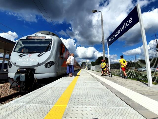 Dworzec kolejowy w Krzeszowicach po modernizacji został oddany do użytku. Podróżni mogą korzystać z trzech peronów
