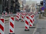 Pabianice. Torowisko skute na całym odcinku ul. Warszawskiej. Kierowcy jadą slalomem ZDJĘCIA