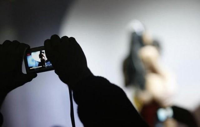 Do prostytucji zmuszano także młode mieszkanki powiatu chojnickiego. Oskarżeni werbowali młode kobiety, często wykorzystując ich trudną sytuację życiową.